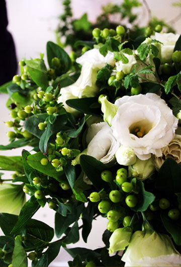逗子のお花屋さんフラワーショップ花一-涼しげなトルコキキョウ&ヒペリカム♪