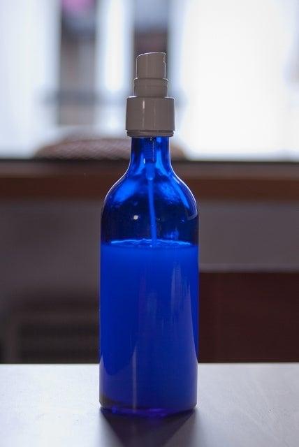 そして~このガラスの保存瓶が、なによりツボなのです。 理科室の実験道具のようで、並べてあるだけでちょっと嬉しい!  市販の化粧品のパッケージより断然好きです!
