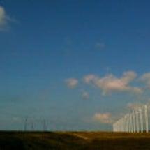 風車の続く道