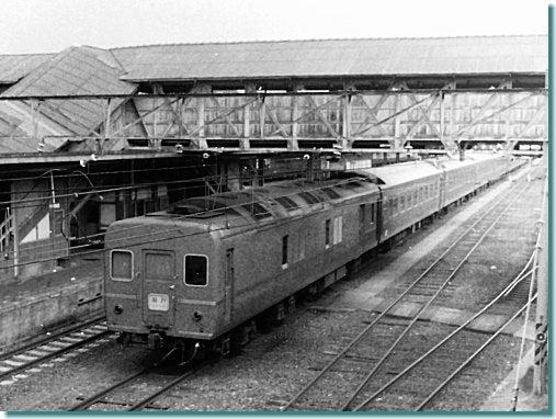 モノクロ 鉄道風景 旅写真-宇野線・宇野駅 25系特急形寝台客車「瀬戸」