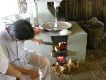 夫婦世界旅行-妻編-ココナッツを煮る