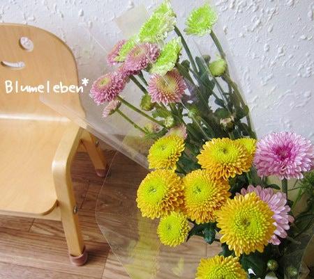 動画で見る!3分フラワーアレンジ-スーパーの菊の束が