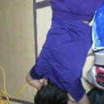 全身紫の人
