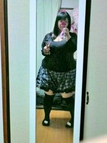ミニスカート姿の星間美佳さん