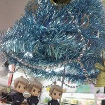 クリスマスツリーの下…