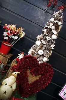 逗子のお花屋さんフラワーショップ花一-素敵なツリーとリース♪
