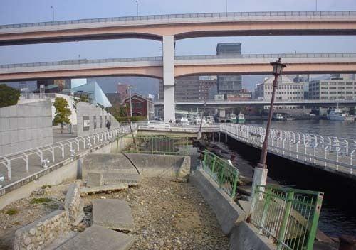 震災当時の状態が保存されている神戸港