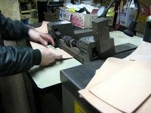 $Dukolaのブログ-革漉き工場2