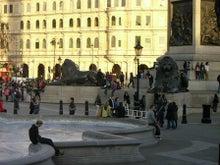 31歳からのスイーツ道#-ライオン像@トラファルガー広場