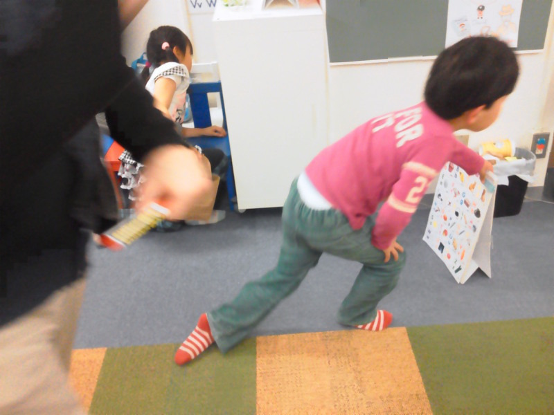 Apprez Academy Blog~アプレアカデミーのブログ-Easter party fundations egg hunting2