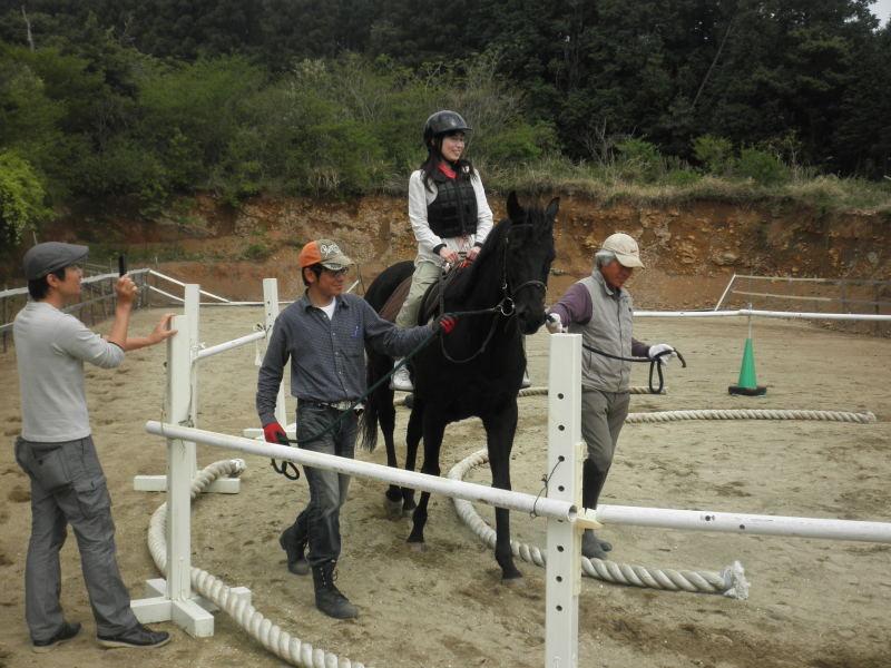 馬を愛する男のブログ Ebosikogen Horse Park-若いご夫婦で楽しんで