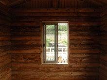 馬を愛する男のブログ Ebosikogen Horse Park-ログハウスの横の窓