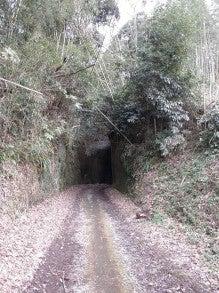 道にあるちょっと古いもの-細田隧道