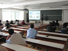 山形大学 西岡研究室の毎日♪-雑誌会01