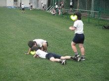 地域にひろがる「まちなか」の校庭芝生たち!-蓮根 寝転ぶ子ども