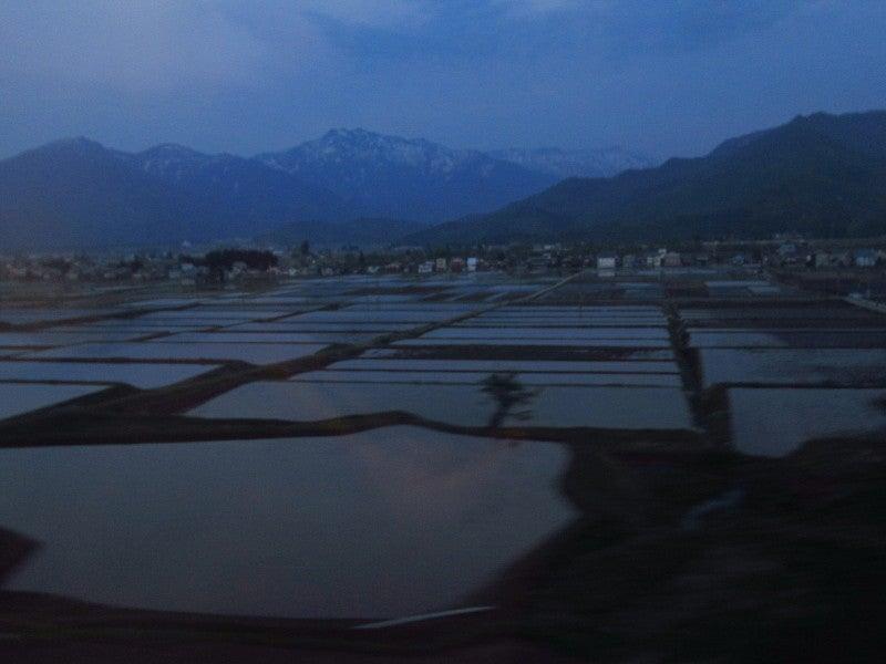 新潟県十日町 夕暮れ棚田
