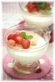 『桜とさくらんぼ の レアチーズケーキ。』