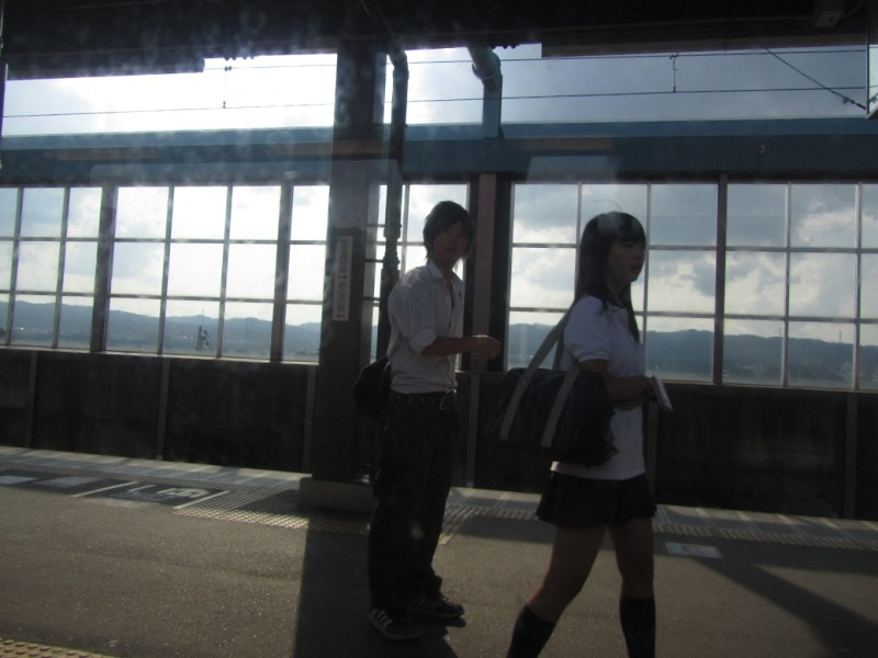 十日町駅 女子高生 aiko似?