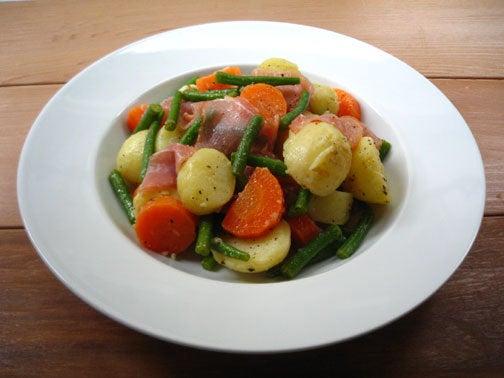 ひよこ食堂-生ハムと茹で野菜のサラダ01