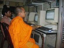 冥途の土産に教えてやろう♪-カンボジアの僧