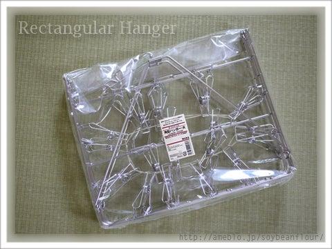 プラスティックの角型ハンガーは壊れやすいし、