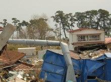 $宮城県・塩釜のNPO浦戸福祉会のブログ(東日本大震災の救援活動用)-電柱1