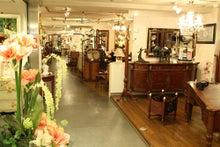神戸元町 メゾンドマルシェ-3階から本格的な輸入家具