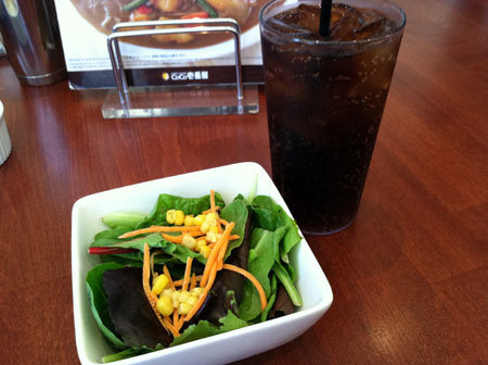 Campbell, CA ~ベイエリアでの暮らし~-ランチセットのサラダとドリンク