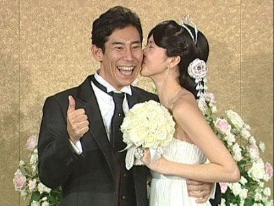 高嶋政伸(44)と妻・美元(32)...