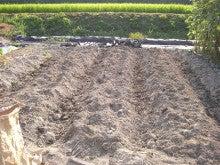 耕作放棄地をショベル1本で畑に開拓!週2日で10時間の野菜栽培の記録 byウッチー-110809土作りと畝間施肥10
