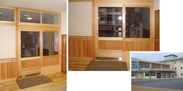 新宿御苑前 403新宿ギャラリースタッフ日記-電気の要らない自動ドア。木製