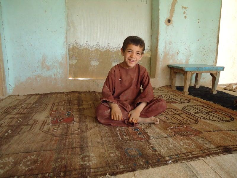 アフガニスタン便り-絨毯と少年
