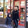 ケイト・ブランシェット 2009年12月 NYCで子供たちとの画像