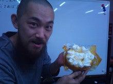 森田祐吏のはじめてぶろぐ-ナルミLOVEって書いてあるケーキと鳴海さん