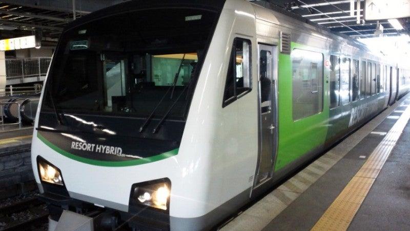 JR東日本・HB-E300系気動車 リゾ...