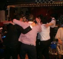東京のライブハウス・生バンドで歌えます