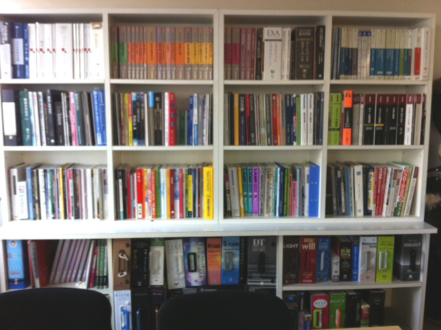 オバタデザイン さんすけのブログ-本棚1