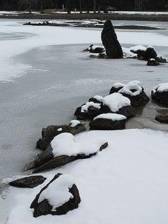 晴れのち曇り時々Ameブロ-大泉ヶ池と池中立岩(毛越寺)