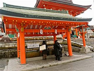 伏見稲荷大社千本鳥居とおもかる石手水舎のイラストが渋い