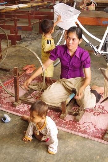 *カンボジアの綿クロマーと赤ちゃん帽子のお店*-糸巻きの図2