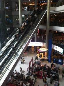 $庭クイック社長のブログ ~緑の中で働く社長のブログ~-とある国のショッピングセンターの写真