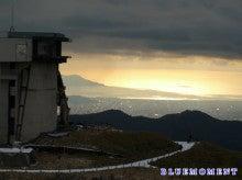 ヒーラー&クレアボヤント(透視能力者)~ BLUEMOMENT(中台 励)のブログ-駒ヶ丘山頂付近より芦ノ湖と街並みの先には相模湾3