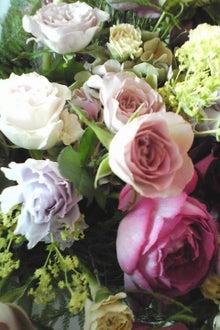 おめでたい日に優しい花の香り漂う