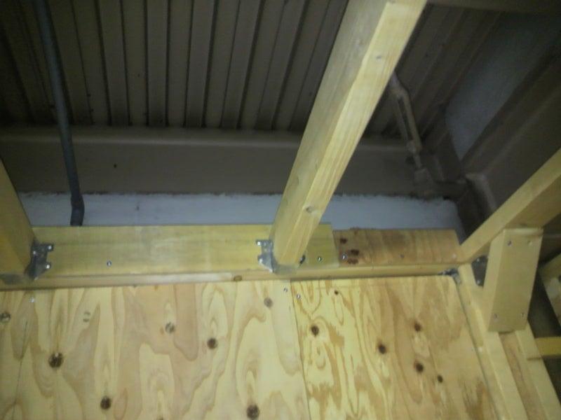 天然木の錬金術師のブログ-2X4工法 天井枠の金具