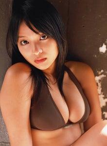 水崎綾女さんのインナー姿