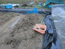 耕作放棄地をショベル1本で畑に開拓!週2日で10時間の野菜栽培の記録 byウッチー-120306育苗用土作り01