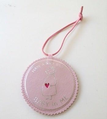 $マタニティママと赤ちゃんの大事な時期をオシャレにメッセージ♪マタニティのシンボルマークBABY in ME公式ブログ-BABY in MEバッグチャーム新色ピンク