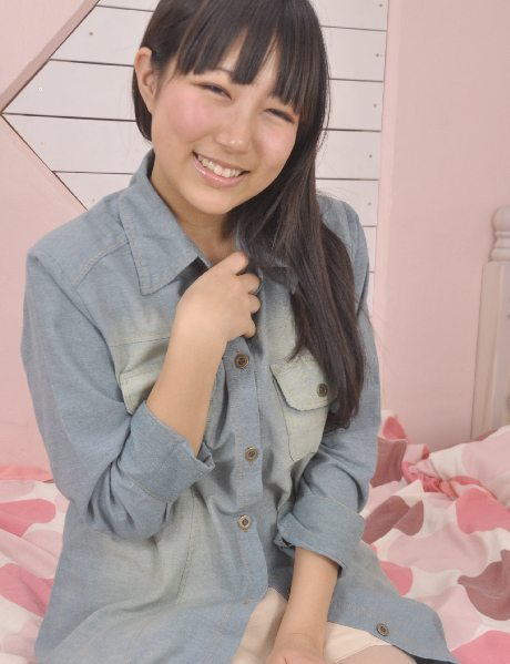 木内杏子さんのパンツ姿