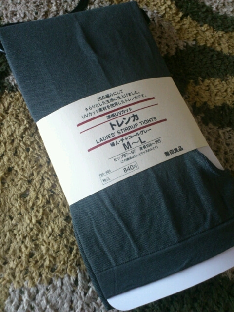 冬はタイツでしたが、最近のプライベートは、トレンカこの、840円の涼感UVカットのチャコールグレーが、好きです。あと、ブラックもあります。