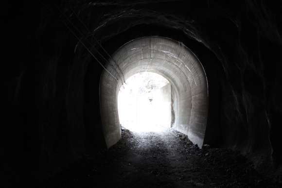 道にあるちょっと古いもの-石崩隧道